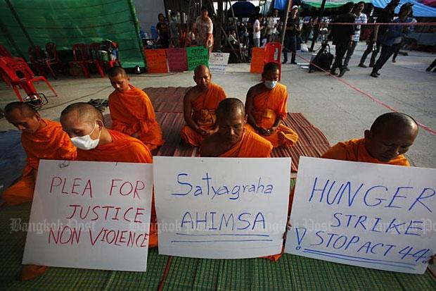 Dhammakaya monks on hunger strike against S44