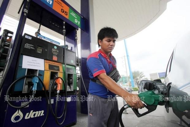 Pump prices down Thursday