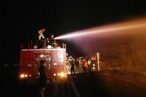 Fire razes roadside shops in Phitsanulok