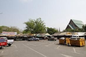 Lawyer challenging vendors' eviction from temple
