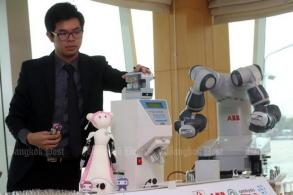 Siriraj Hospital set to introduce eight robots at its pharmacies