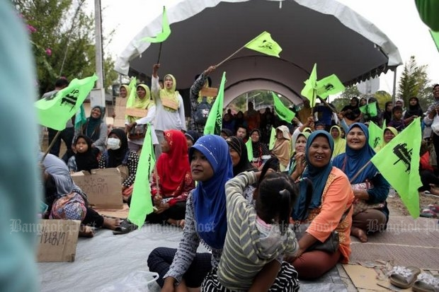 Rally blocks deep-sea port public hearing