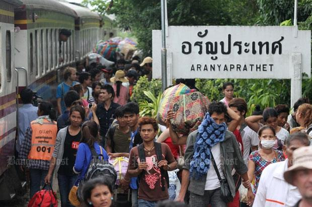 thais waive border fees for cambodian new year