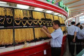 Gold prices falls B50 to B20,450