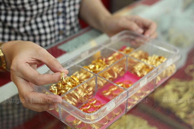 Gold prices rises B100 to B20,500