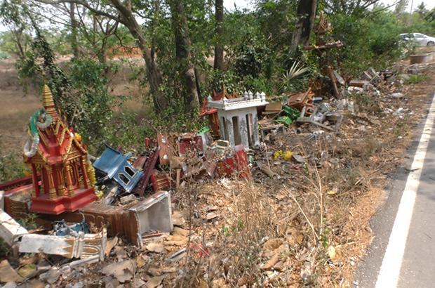Dumped, unwanted spirit houses horrify villagers | Bangkok Post: news