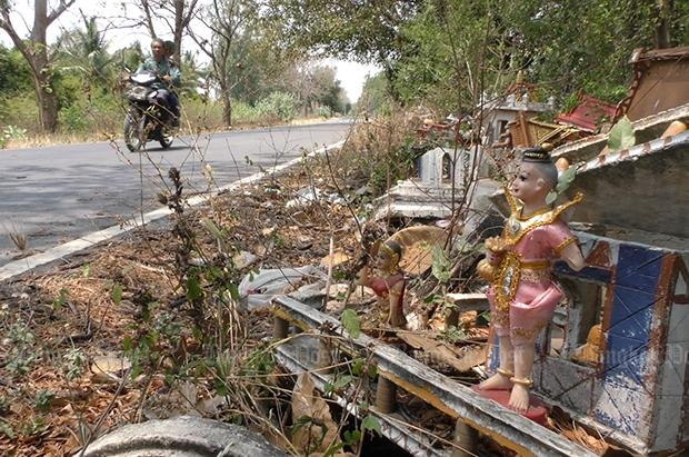 Unwanted spirit houses dumped by side of a road | Bangkok Post: learning