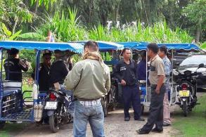 Buri Ram locals block Veera's Cambodia border trip