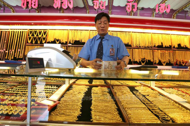 Gold prices fall B100 to B20,300