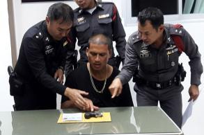 Man carried derringer through airport customs