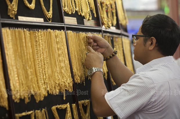 Gold prices fall B50 to B20,300