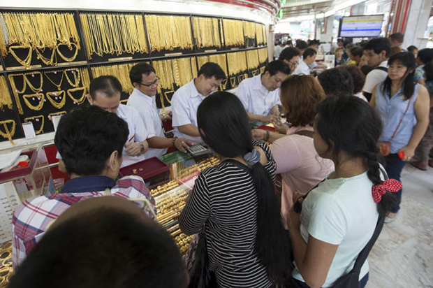 Gold prices fall B50 to B20,500
