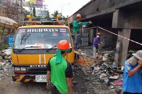 Repairs of fire-damaged Bang Phli bridge begin
