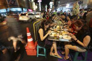 Street food order starts in Chinatown, Khao San