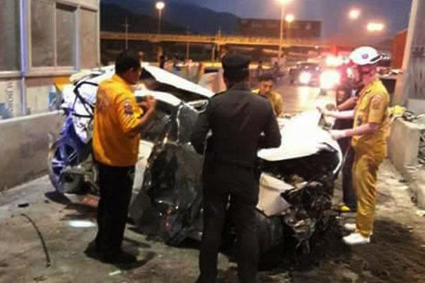 Driver dies when car slams into Chon Buri toll booth