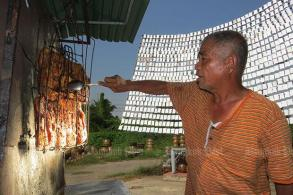 Sun-cooked chicken: Roadside dining for 20 years