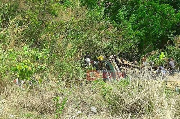 Myanmar bus crash near Thai border leaves 19 dead | Bangkok Post: news