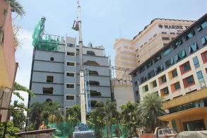 Demolition of illegally modified Pattaya hotel starts