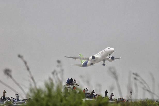 China's first giant passenger jet is slated for maiden test flight