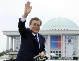 Moon Jae In sworn in as S. Korea's new president