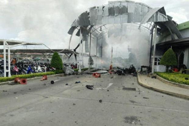 Car bomb wounds 42 at supermarket in southern Thailand