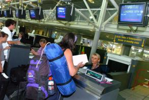 Wider laptop ban 'to cost travellers $1bn'