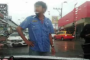 Pattaya cabbies force passenger from Uber car