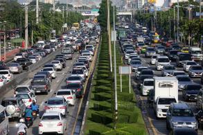 Choked by traffic, Bangkok revs up to beat air pollution