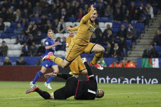 Kane Nets Four As Spurs Humiliate Leicester