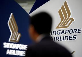 Singapore Airlines loses as flyers swap champagne for cheap seats