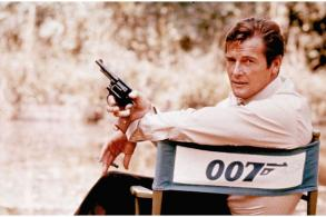 Former James Bond actor Roger Moore dies