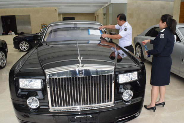 More luxury cars impounded at Bangkok showrooms