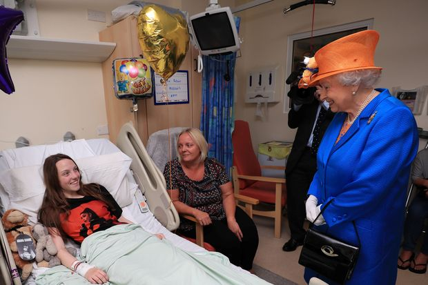 Queen Elizabeth visits Manchester bombing casualties