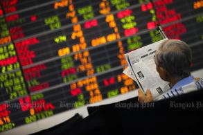 SET falls 1.69 to 1,567.58 at midday