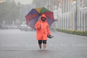 Downpour triggers flash floods across Bangkok
