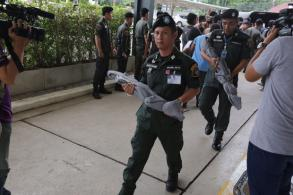 Arms trade suspects handed over to police