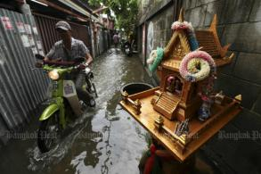 Littering, lax policing blamed for Bangkok flooding - poll