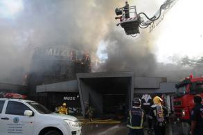 Fire ravages Pattaya pub, four slightly hurt