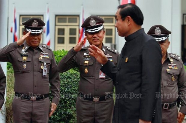 Prayut targets cops who buy positions