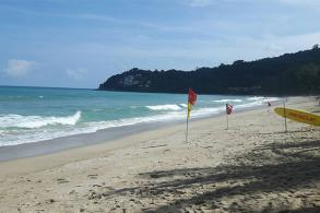 Phuket to tackle problem of swimmers ignoring red flags