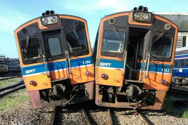 Two trains end up on same track at Hua Lamphong