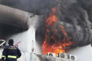 Fire guts Banmuang newspaper building