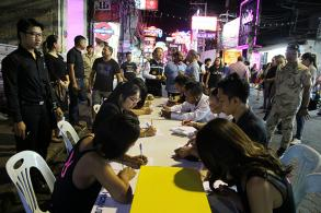 PM's four questions answered in Pattaya's walking street