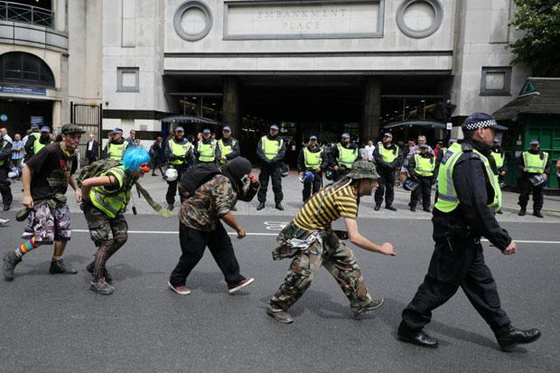UK police brace for trouble as groups protest | Bangkok Post: news