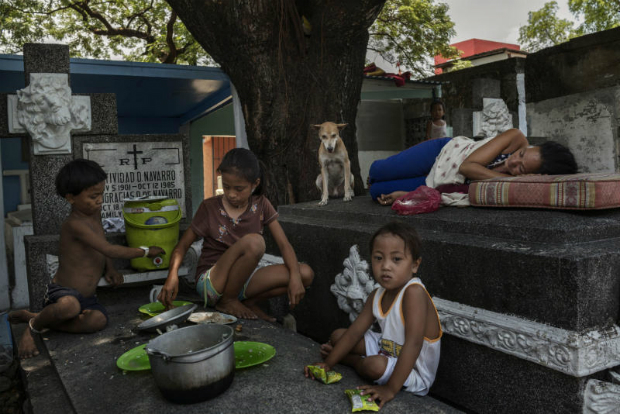 Hard life among the dead in Philippines