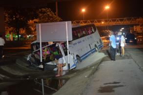 15 people hurt in bus accident