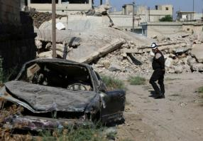 Cluster bombs kill at least 15 in eastern Syria