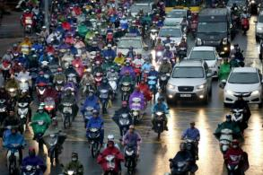 Hanoi to ban motorbikes in metro areas by 2030