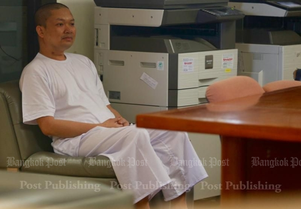 Disgraced monk arrives in Bangkok, denies charges (Updated)