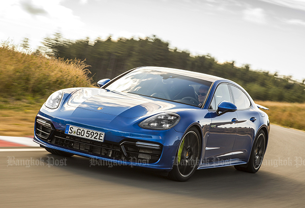 2017 Porsche Panamera Turbo S E-Hybrid review